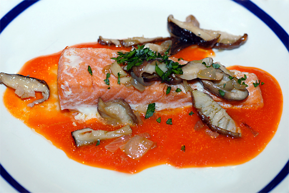 salmon_with_mushrooms_and_red_pepper_sauce- gluten-free-recipes